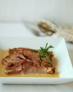 Свинско с винен сос