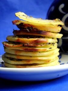Печени картофи с чесън и мащерка
