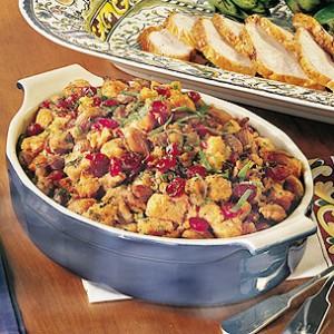 Гарнитура от кестени и сушени боровинки