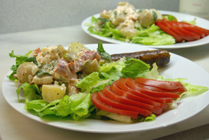 Картофена салата с омари и босилек