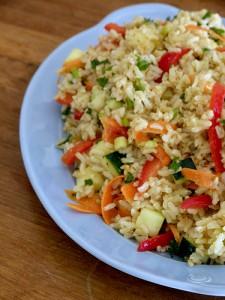 Шарена салата с ориз
