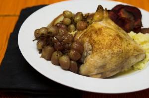 Печено пиле с червено вино и грозде