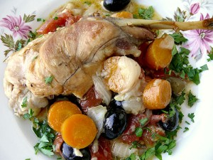 Заек с вино, маслини и подправки