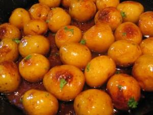 Карамелизирани пресни картофки