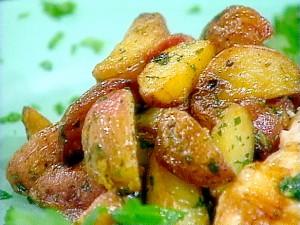 Хрупкави картофи с бекон, чесън и магданоз