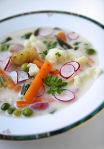 Лятна зеленчукова супа