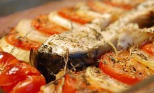 Шаран с печени домати и лук
